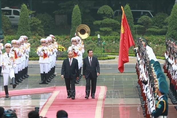 柬埔寨首相洪森开始对越南进行正式访问 hinh anh 1
