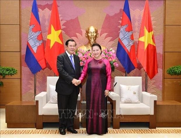 越南国会主席阮氏金银会见柬埔寨首相洪森 hinh anh 1