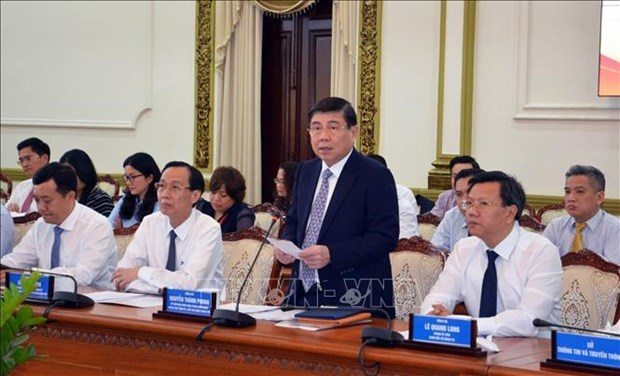 胡志明市领导人会见越南新任驻外使节代表团 hinh anh 1