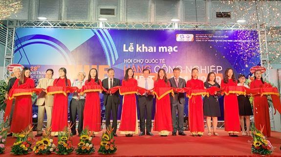 2019年越南工业产品国际展吸引国内外350多家企业参加 hinh anh 2