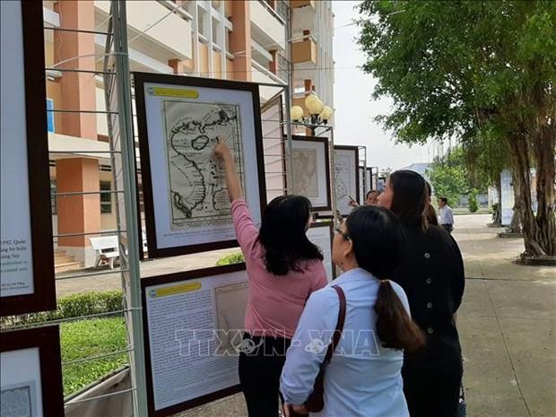 """""""黄沙和长沙归属越南——历史证据和法律依据""""地图资料展在隆安省举行 hinh anh 2"""