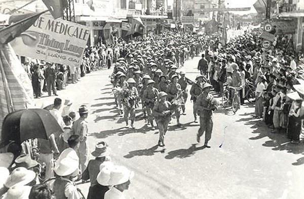 河内解放65周年:一曲豪迈的历史壮歌 hinh anh 1