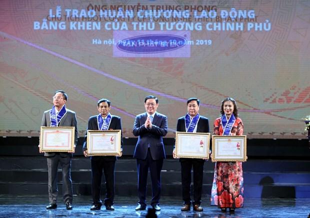 河内首都解放65周年:近200家企业受表彰 hinh anh 2