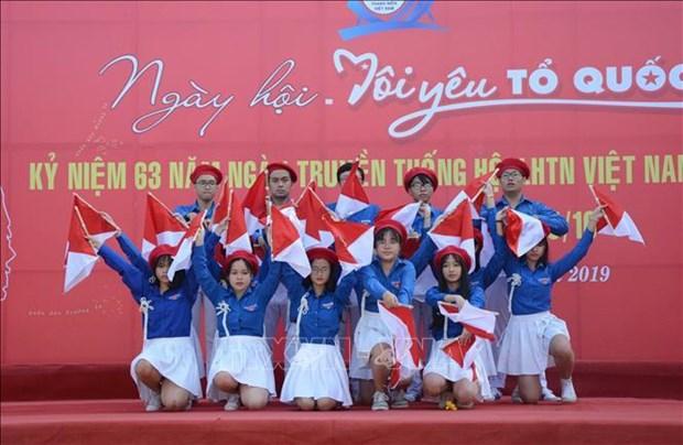 """""""我爱我祖国""""活动在金瓯和岘港等地举行 hinh anh 2"""