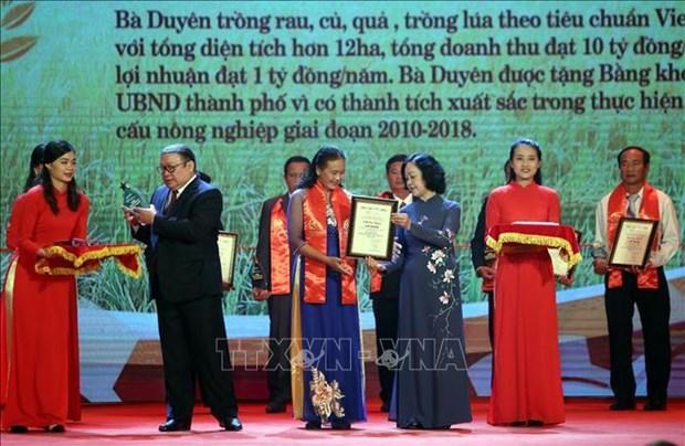 越南63名模范农民受表彰 hinh anh 1