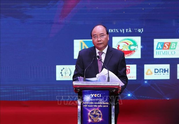 越南政府总理阮春福:政府将当好企业发展的坚强后盾 hinh anh 1