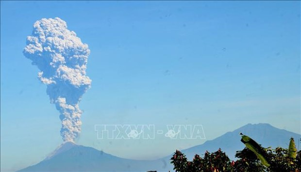 印度尼西亚默拉皮火山喷发 印尼向各家航空公司发出危险警告 hinh anh 1