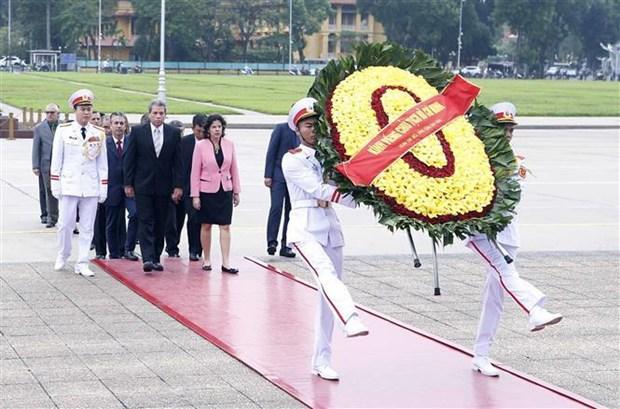 越共中央书记处书记陈国旺会见古巴共产党代表团 hinh anh 2