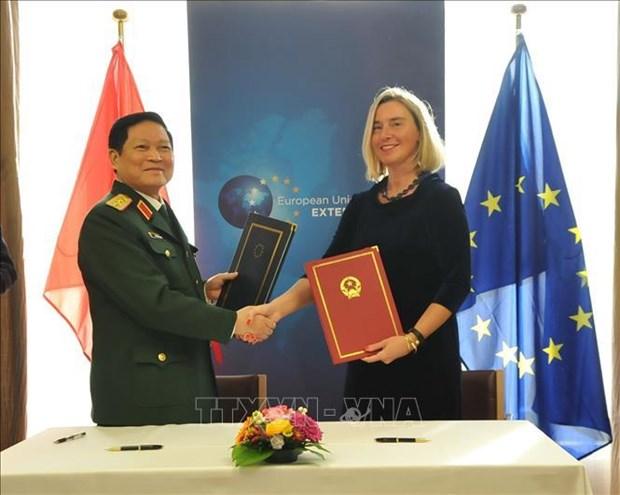 设立越南参与欧盟危机管理活动的框架协定正式签署 hinh anh 1