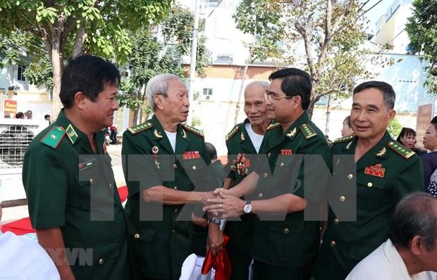 山萝省和老挝乌多姆赛省交换老兵活动经验 hinh anh 1