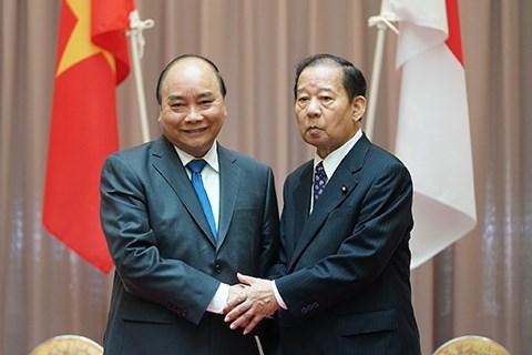 越南政府总理阮春福会见日本自民党总务会长二阶俊博 hinh anh 1