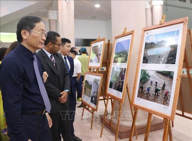 2019年东盟共同体纪实片暨图片展在庆和省开展 hinh anh 2