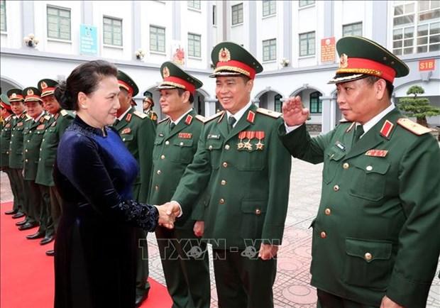 阮氏金银主席出席第二总局人民武装力量英雄称号授予仪式 hinh anh 1