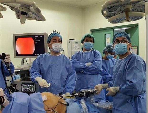 越南医生在菲律宾成功实施两例机器人手术 hinh anh 1