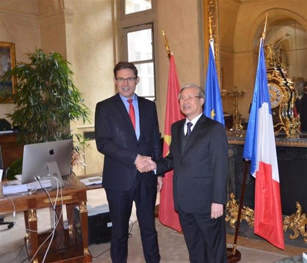 越南共产党代表团访问法国 hinh anh 1