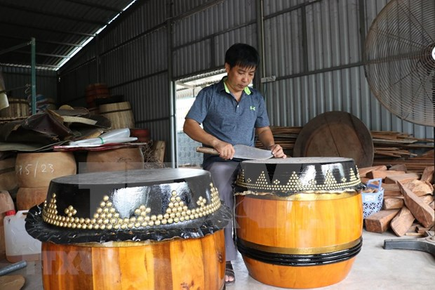 隆安省保护与弘扬平安村皮鼓制作业 hinh anh 2