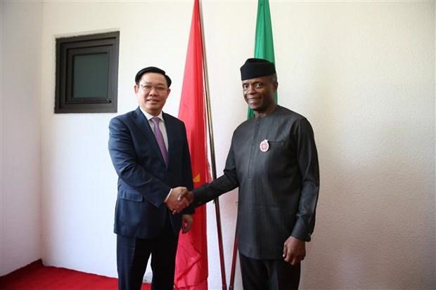 越南政府副总理王廷惠与尼日利亚副总统奥辛巴乔举行会谈 hinh anh 1