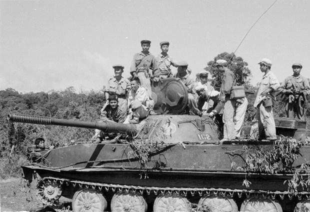 援老越南志愿军和专家传统日70周年:越老团结友谊天长地久 hinh anh 1