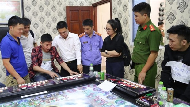北宁省端掉由中国人经营的5家非法赌博场所 hinh anh 1