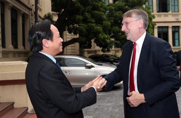 越南劳动荣军与社会部部长会见欧洲议会国际贸易委员会主席 hinh anh 1