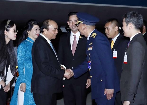 越南政府总理阮春福抵达泰国曼谷 开始第35届东盟峰会框架下的系列活动 hinh anh 1