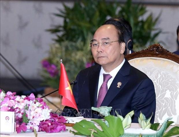 越南政府总理阮春福出席第35届东盟峰会全体会议 hinh anh 1