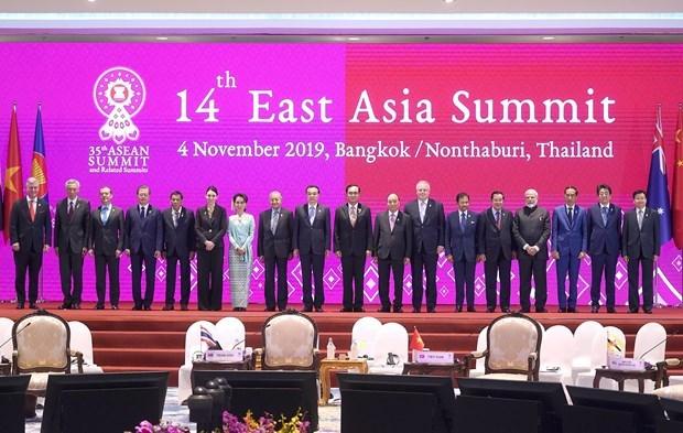 第35届东盟峰会: 越南政府总理阮春福出席第14次东亚峰会 hinh anh 1