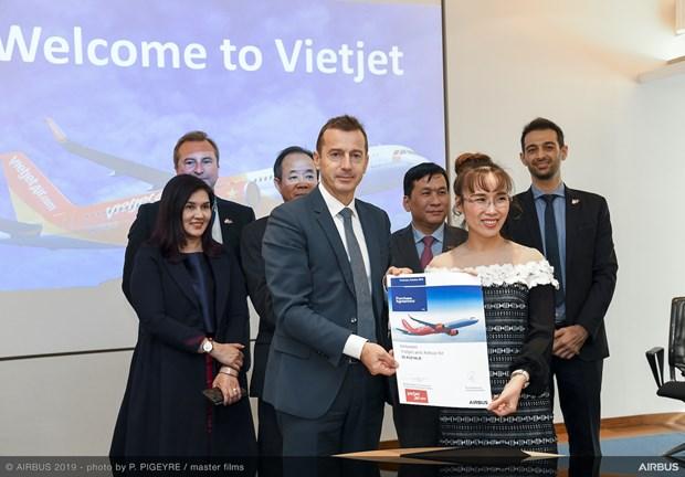 越捷航空与空客公司签署20架A321XLR客机采购协议 hinh anh 1