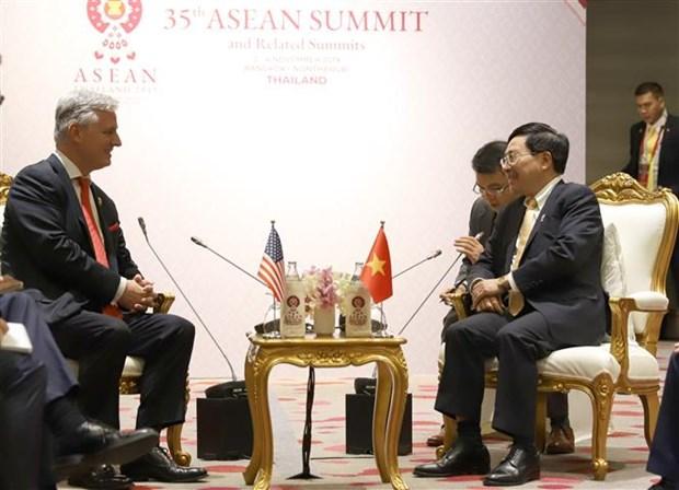 第35届东盟峰会:政府副总理兼外长范平明会见美国国家安全顾问 hinh anh 1