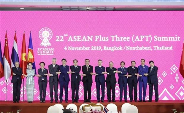 越南政府总理阮春福出席第22次东盟与中日韩领导人会议 hinh anh 1