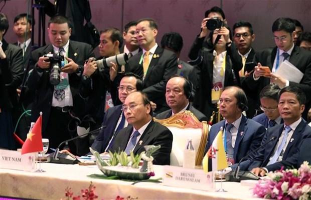 越南政府总理阮春福出席第22次东盟与中日韩领导人会议 hinh anh 2