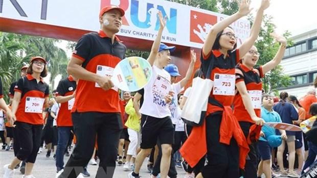 慈善乐跑活动吸引8000人参加 hinh anh 1