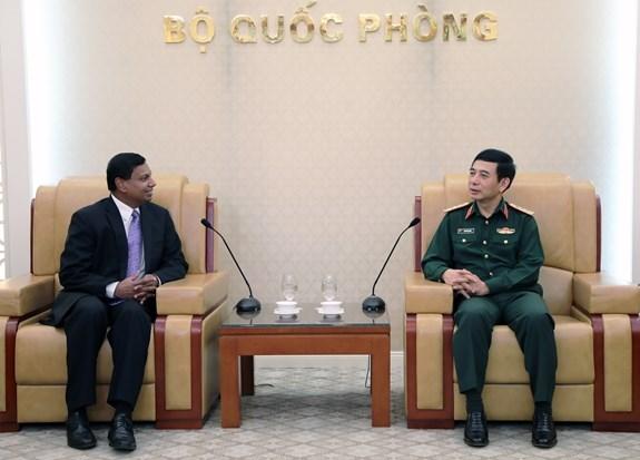 越南人民军总参谋长潘文江会见斯里兰卡驻越大使普拉桑纳·加米奇 hinh anh 1