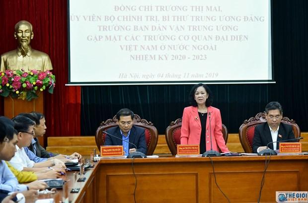 中央民运部部长张氏梅会见越南驻外大使和代表机构首席代表 hinh anh 1