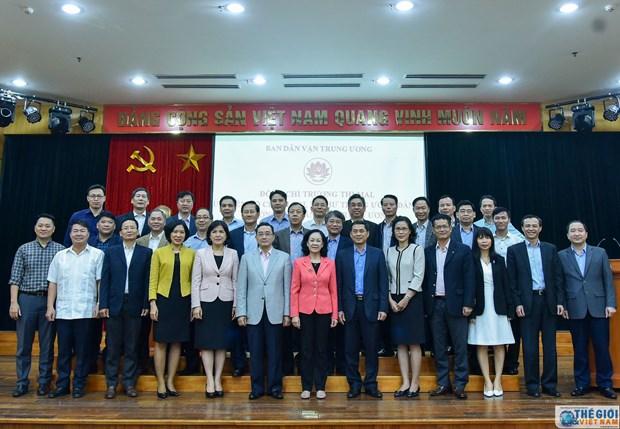 中央民运部部长张氏梅会见越南驻外大使和代表机构首席代表 hinh anh 2
