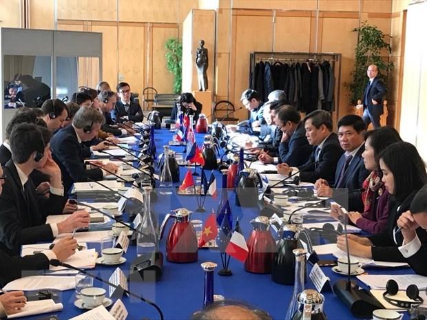 第六次越法高级经济对话会在法国召开 hinh anh 1