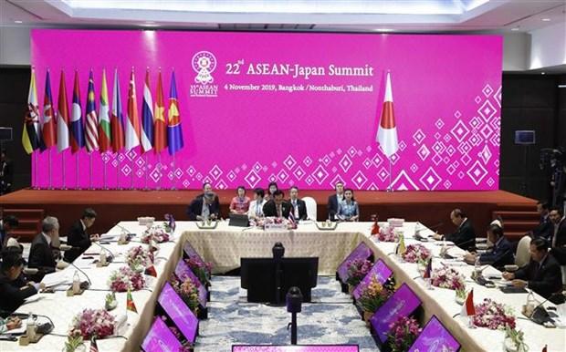 越南政府总理阮春福出席第22次东盟—日本领导人会议 hinh anh 2