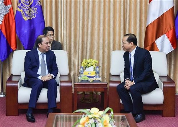 越南外交部代表团庆祝柬埔寨国庆66周年 hinh anh 1