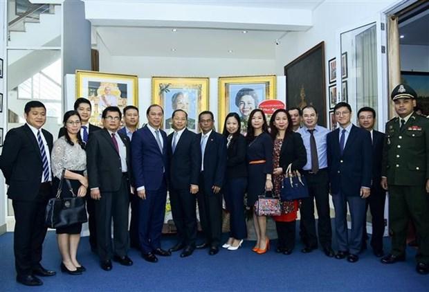 越南外交部代表团庆祝柬埔寨国庆66周年 hinh anh 2