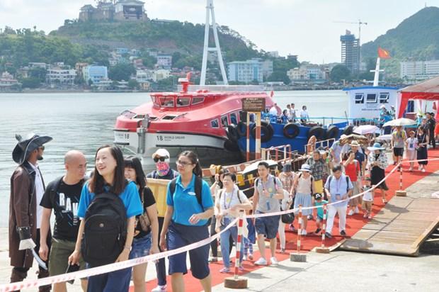2019年前10个月广宁省接待游客1170万人次 hinh anh 1