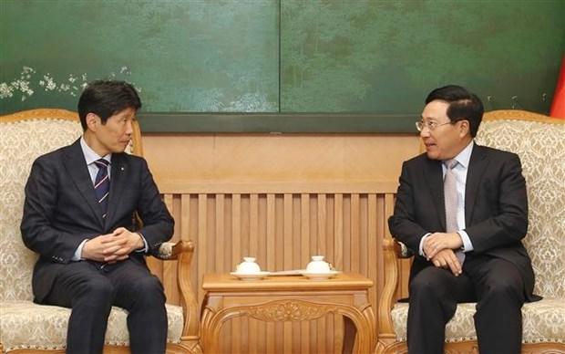 越南政府副总理兼外交部长范平明会见日本群马县知事 hinh anh 1