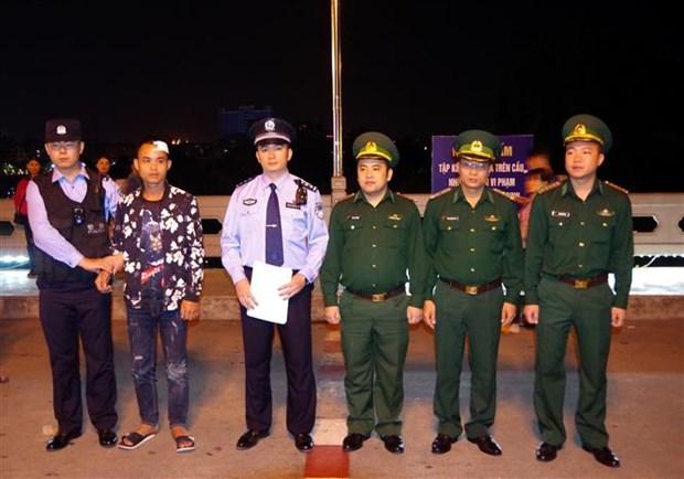 成功救起在越中边境北仑河上遇险的一名中国公民 hinh anh 1
