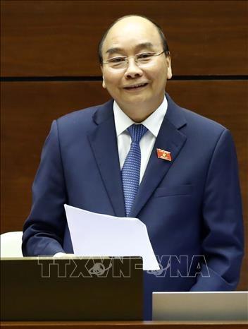 越南第十四届国会第八次会议:政府总理阮春福回答国会代表的询问 hinh anh 1