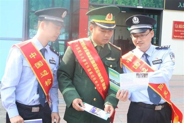 越中两国配合开展法律宣传活动 共同增强边防管理能力 hinh anh 1