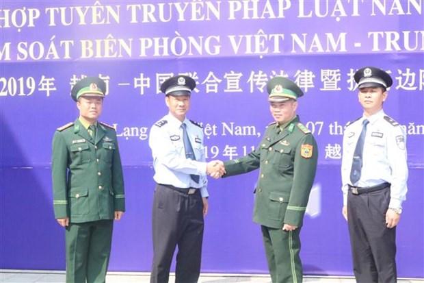 越中两国配合开展法律宣传活动 共同增强边防管理能力 hinh anh 2