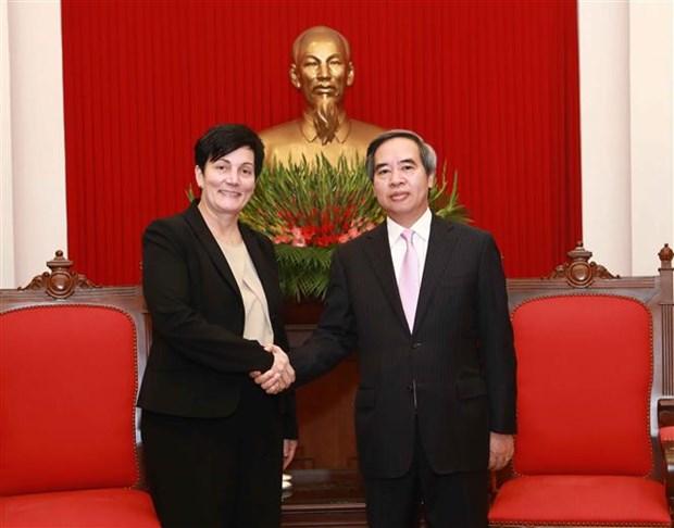 中央经济部部长阮文平会见国际金融公司首席运营官 hinh anh 1