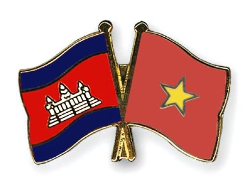 越南党和国家领导人致电致信 祝贺柬埔寨66周年国庆 hinh anh 1