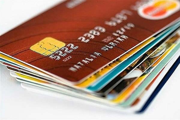 越南商业银行力争2021年将7000万张银行磁条卡换成芯片卡 hinh anh 1