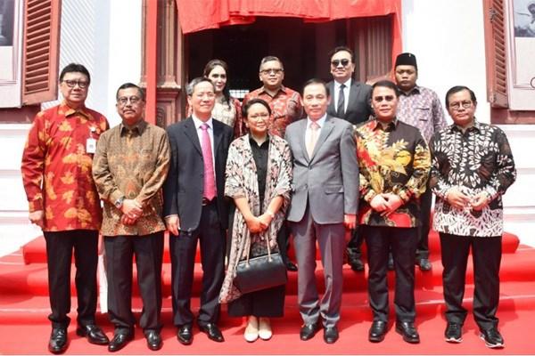 胡志明主席与苏加诺总统进行互访60周年纪念活动在印尼举行 hinh anh 1