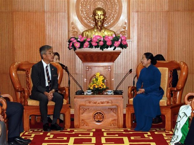 胡志明市领导会见东南亚与日本青年船计划代表团 hinh anh 1